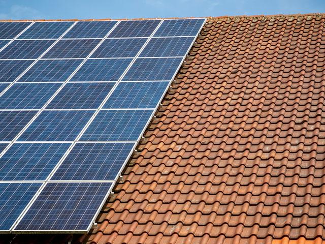 Na jakich rodzajach dachów można zamontować panele słoneczne?